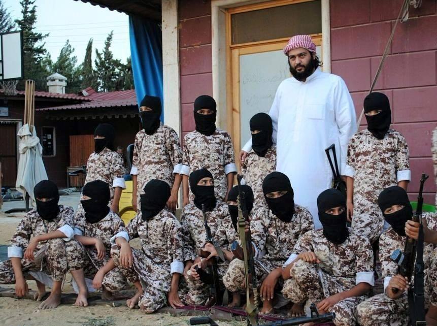 صورة تنظيم النصرة يدرب الأطفال للقيام بعمليات إرهابية في سورية