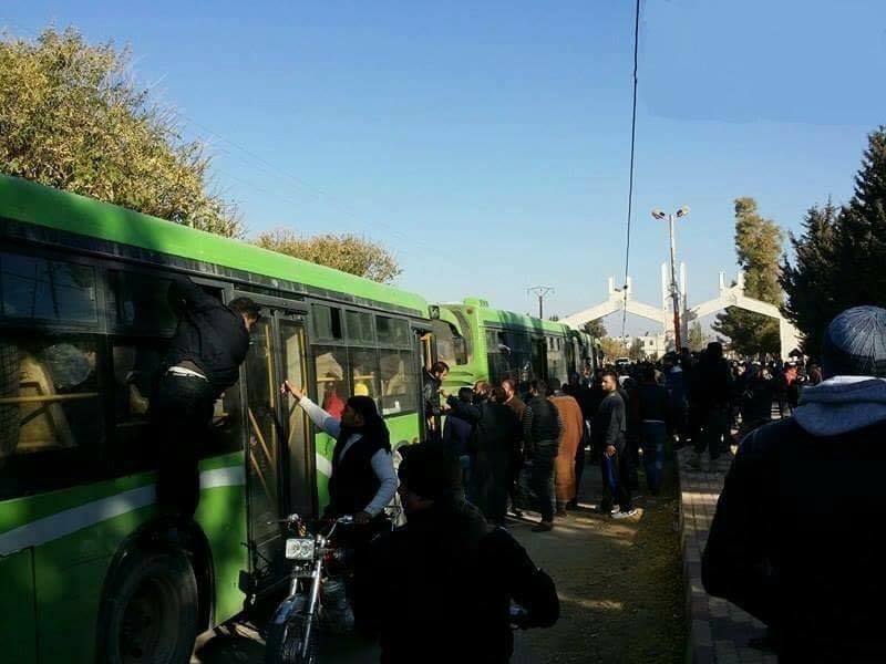 Photo of ساعات ويتم خروج الدفعة الأخيرة من مسلحي خان الشيح إلى إدلب