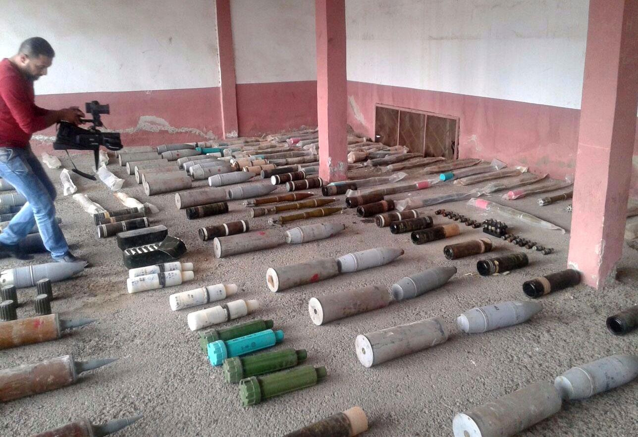 Photo of ضبط مستودع للإرهابيين يحتوي أسلحة وذخائر وكمية من المواد السامة بحماة