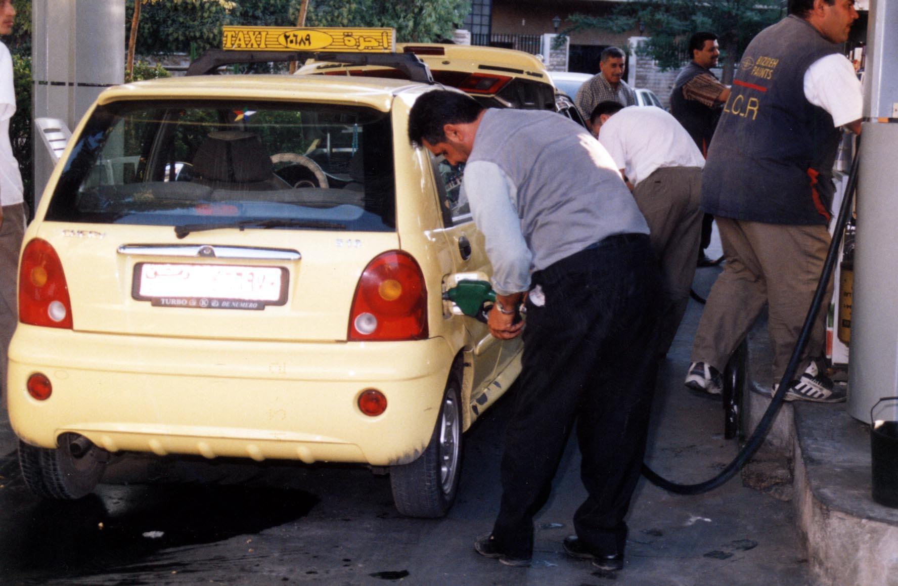 صورة توزيع جديد يخفف من أزمة الحصول على البنزين … ماهو ؟