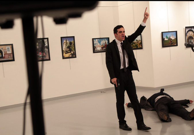 Photo of ماذا قال الإرهابي بعد إطلاق النار على السفير الروسي في أنقرة؟