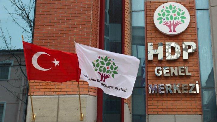 Photo of اعتقال اكثر من مئة من اعضاء اكبر حزب مؤيد للاكراد في تركيا بعد تفجيري اسطنبول