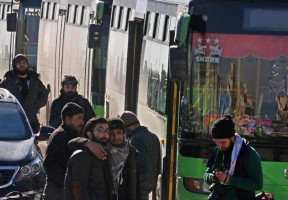 Photo of بدء دخول الحافلات إلى شرق حلب تمهيداً لاستكمال عملية إخراج المسلحين