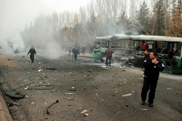 Photo of مقتل 14 جنديا على الأقل في تفجير وسط تركيا