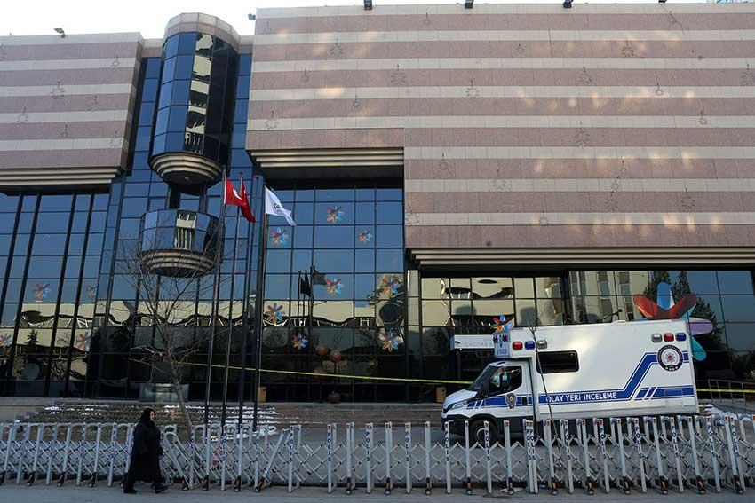 صورة محققون روس يتوجهون الى تركيا بعد اغتيال السفير الروسي في انقرة
