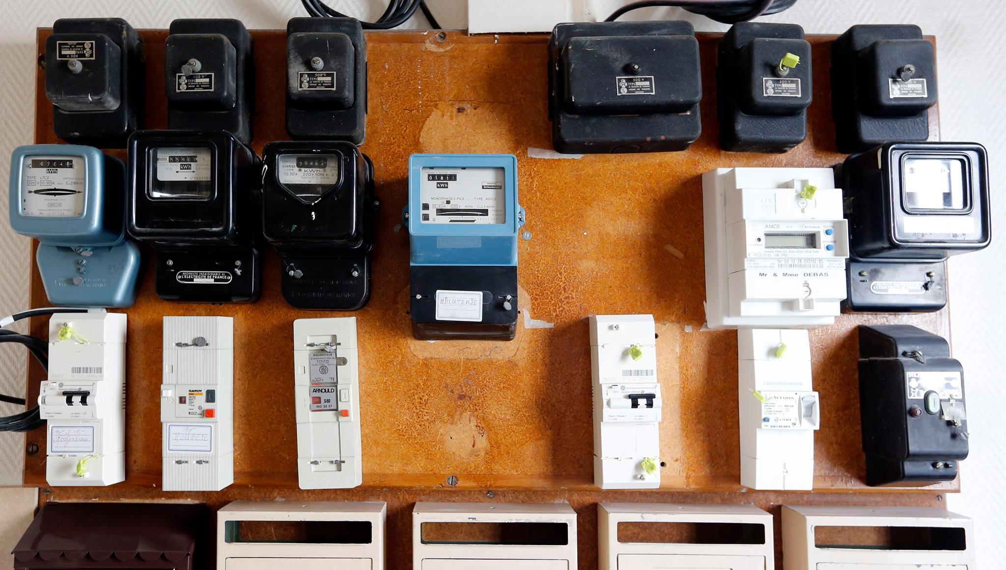 Photo of «كهرباء دمشق»: نسبة الخطأ لا تتعدى 5 بالألف في الدورة … مواطنون عدّاداتهم صفر وآخرون قد يدفعون لغيرهم!