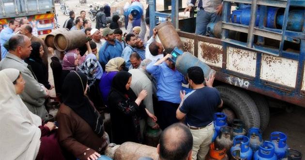 Photo of سيارات لإنقاذ الغاز.. دمشق زادت الكميات الموزعة يومياً إلى 56 آلاف أسطوانة