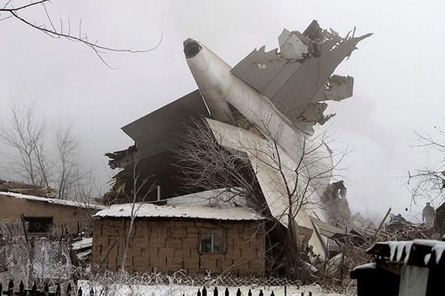 صورة مقتل أكثر 37 شخصاً في تحطم طائرة شحن تركية بقرغيزستان