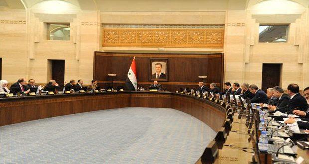 Photo of الحكومة تسمح للصناعيين باستيراد المشتقات النفطية .. ومليار ليرة لإعادة إعمار البنية التحتية في داريا