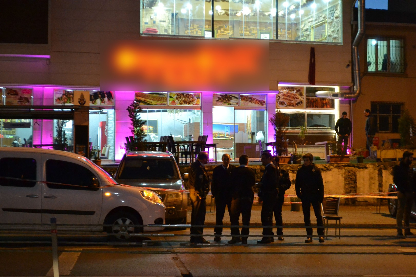 Photo of 3 جرحى بإطلاق نار في مطعم وسط اسطنبول