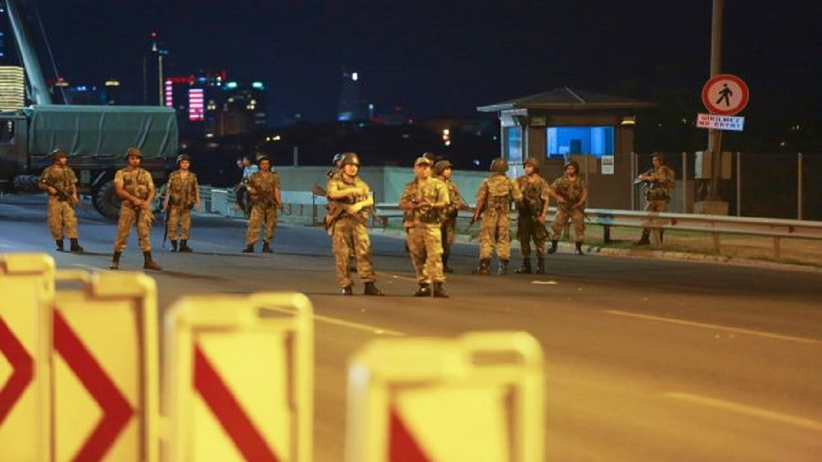 Photo of اليونان ترفض تسليم بعض ضباط الانقلاب إلى أنقرة
