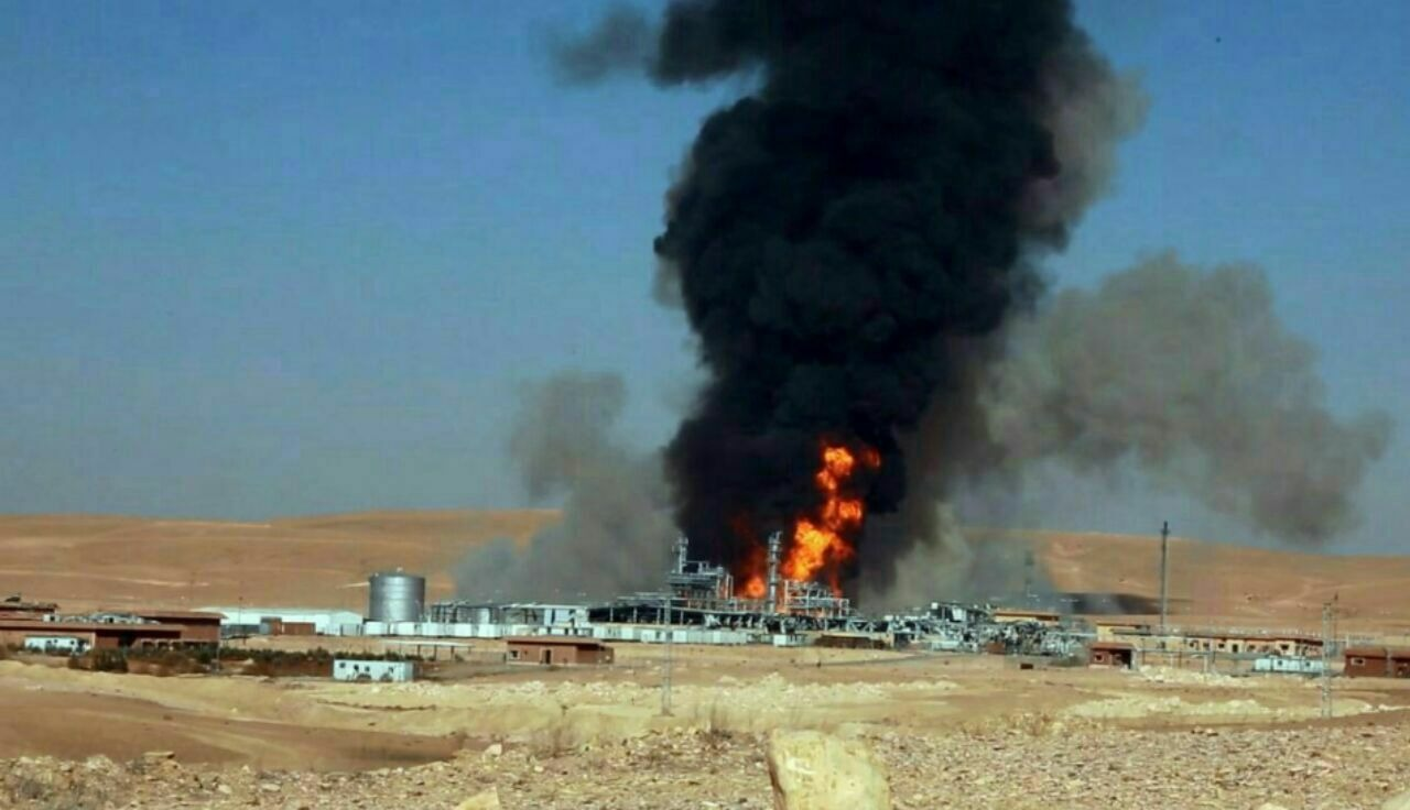 "Photo of ""داعش"" يواصل تدمير البنى الاقتصادية السورية .. ويفجر شركة حيان للغاز"