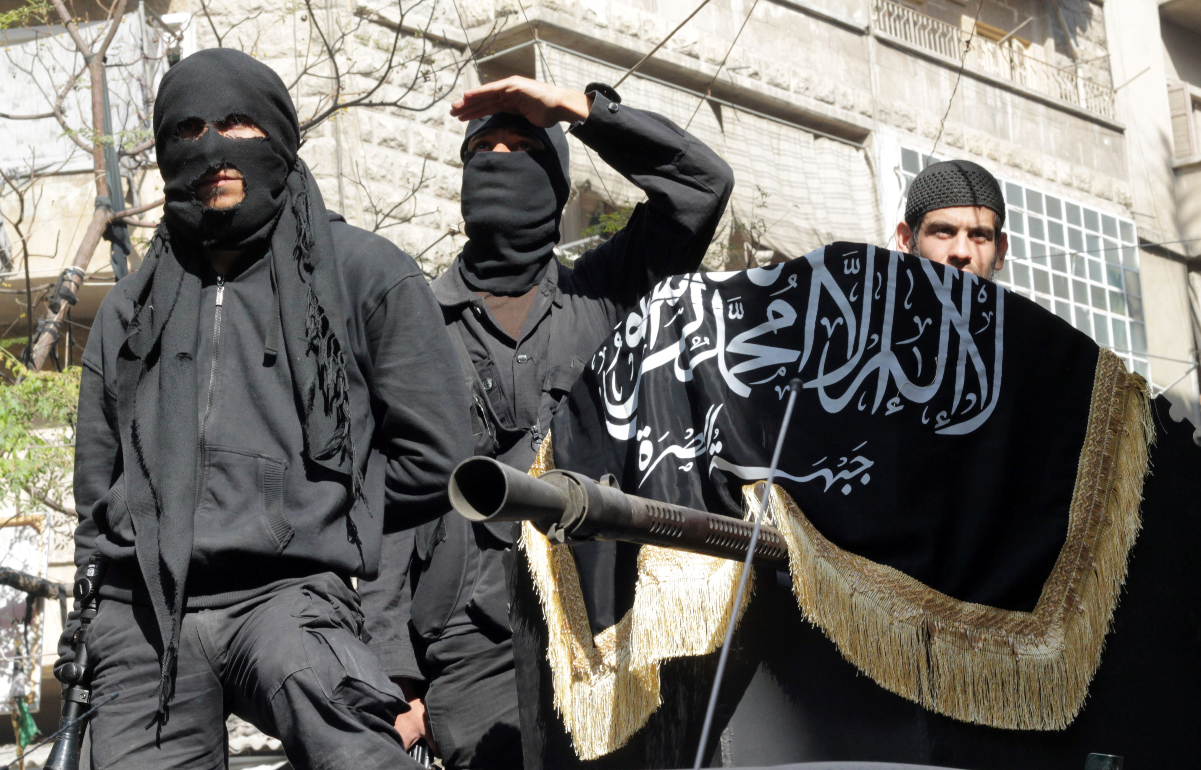 "Photo of عنصر من ""النصرة"" يسمم ويقتل مجموعة من رفاقه في ريف حمص الشمالي"