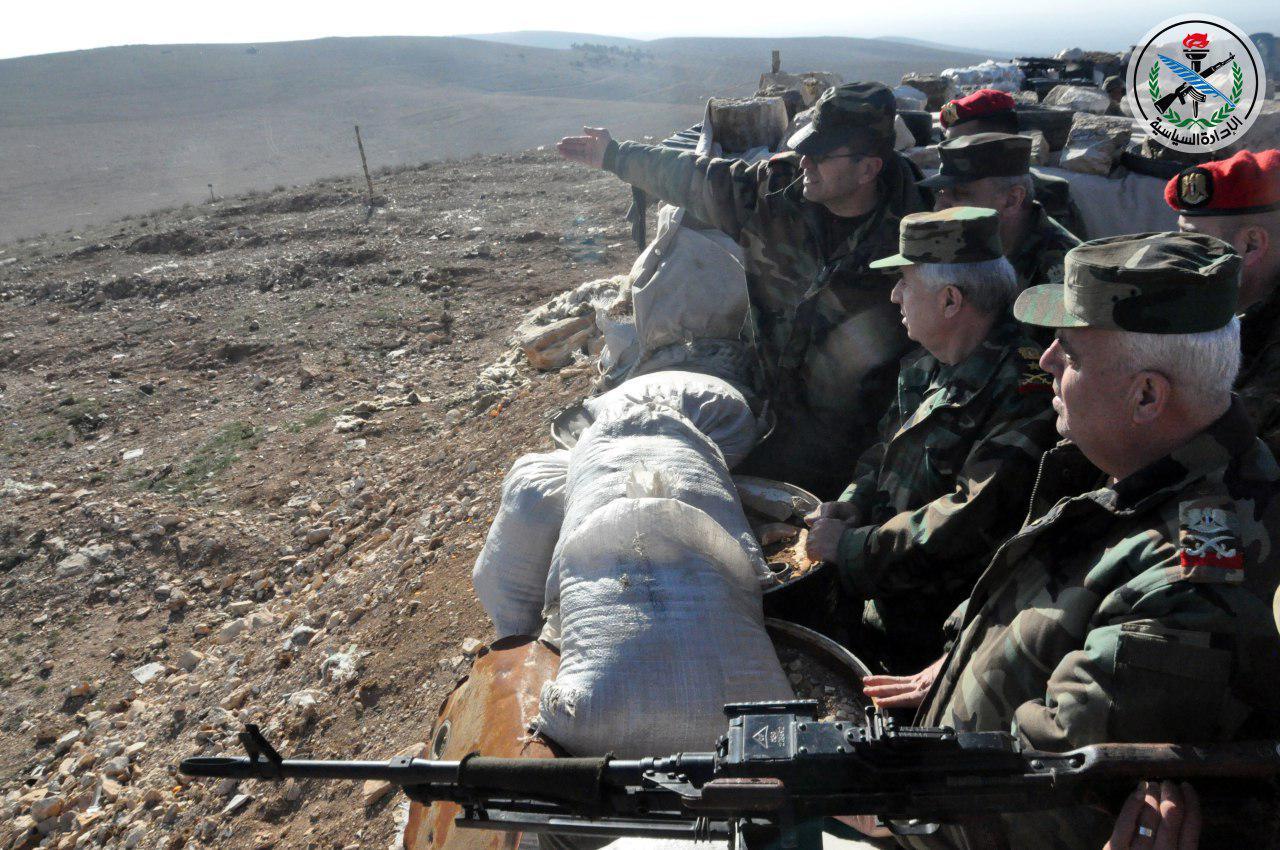 Photo of العماد أيوب يقوم بجولة ميدانية على عدد من الوحدات العسكرية بريف حمص الشرقي