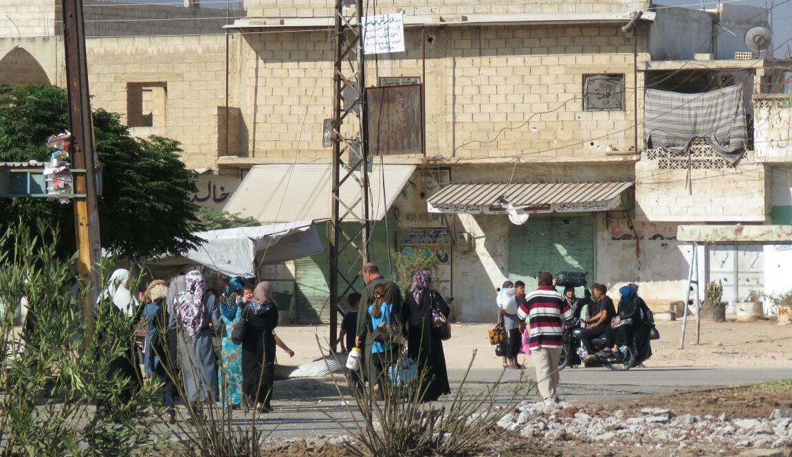 Photo of عشرات الأسر تعود إلى مدينة حلفايا في ريف حماة بموجب اتفاق المصالحة