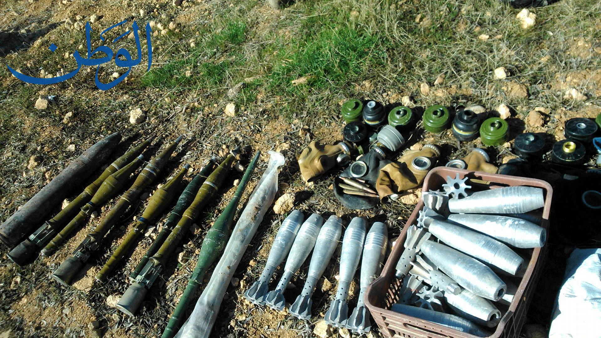 صورة بالصور .. أسلحة وذخائر سلمها مسلحون للجيش السوري في دير قانون بريف دمشق