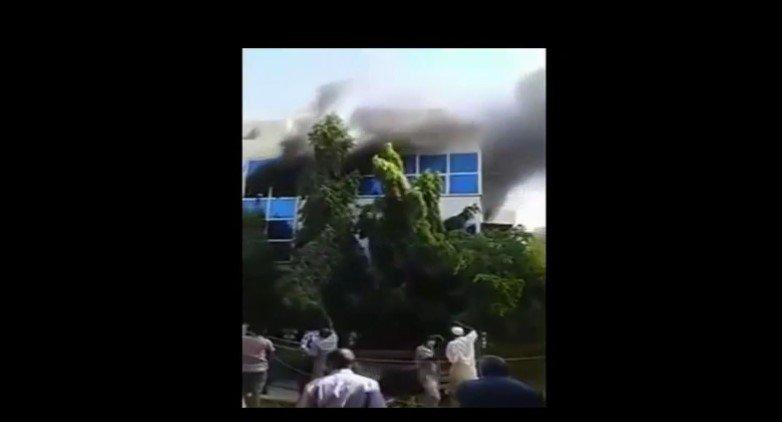 Photo of بالفيديو.. لحظة اندلاع حريق في قناة عربية أثناء البث المباشر