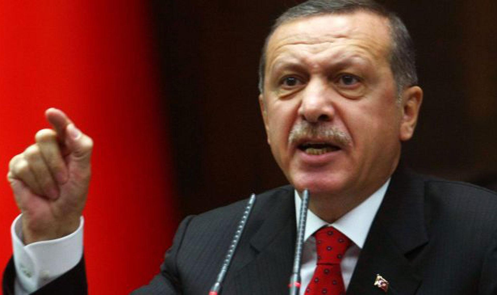 صورة أردوغان يهاجم ميركل.. أنتِ تدعمين الإرهابيين