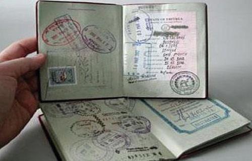 """Photo of كيف يتم استخدام الواتس آب في """"تزوير الفيز"""" بسورية"""