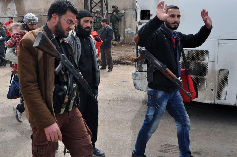 Photo of الدفعة الأولى من مسلحي الوعر تصل إلى ريف حلب