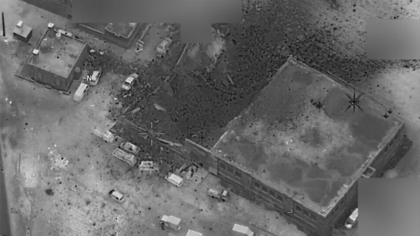 صورة الطائرات الأمريكية تستهدف مسجداً بحضور مئات المدنيين بريف حلب