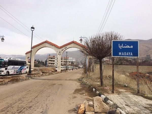 صورة محافظ ريف دمشق من مضايا: جميع الدوائر الخدمية ستبدأ بعملها فوراً