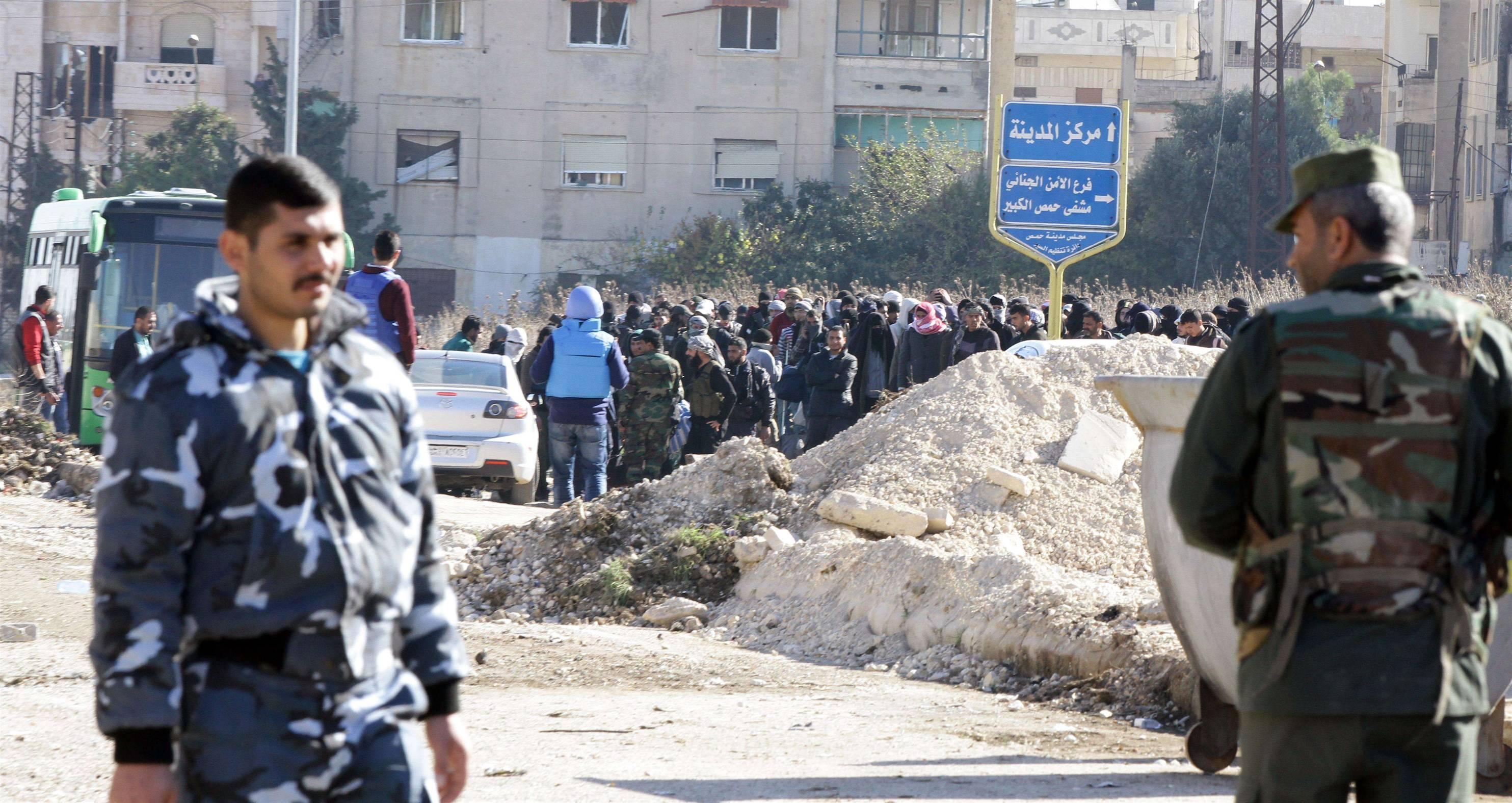 Photo of خروج الدفعة الثالثة من مسلحي حي الوعر في حمص باتجاه الشمال السوري