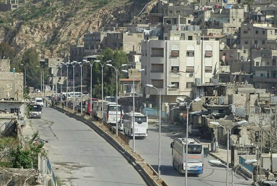صورة خروج الدفعة الأولى من مسلحي برزة باتجاه إدلب
