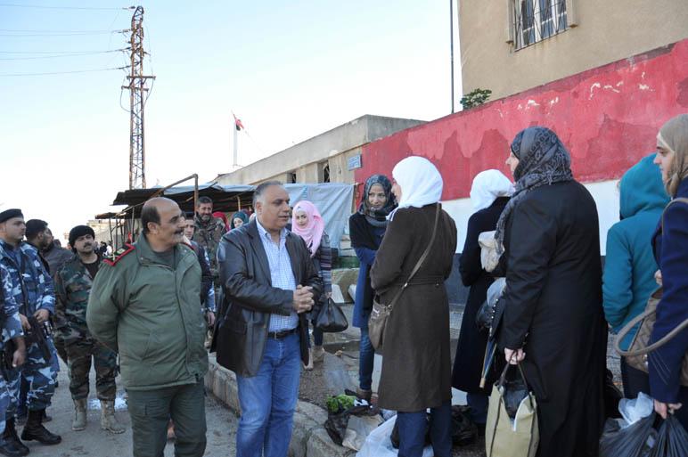 Photo of عودة 9 عائلات من أهالي الوعر.. والبرازي يؤكد أن الأسابيع القادمة ستشهد عودة آخرين