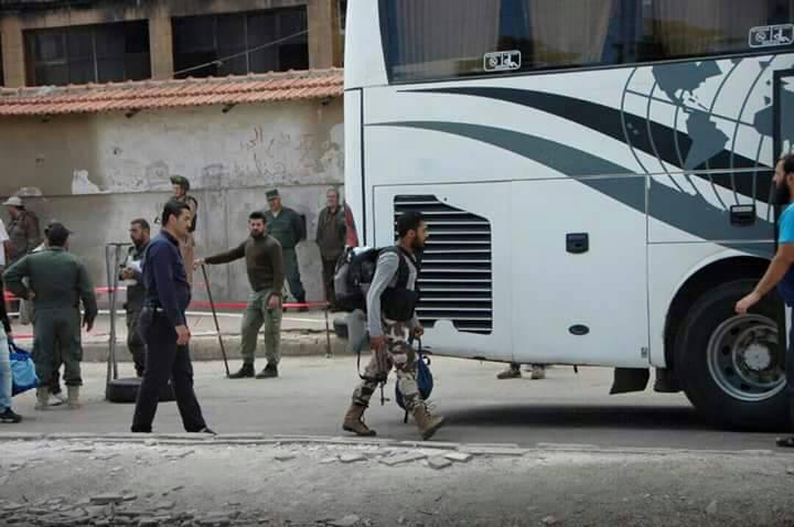 Photo of حي الوعر يغلق ملف المسلحين.. ما يقارب 17 ألف شخص خرج من الحي بينهم أكثر من 5 آلاف مسلحاً