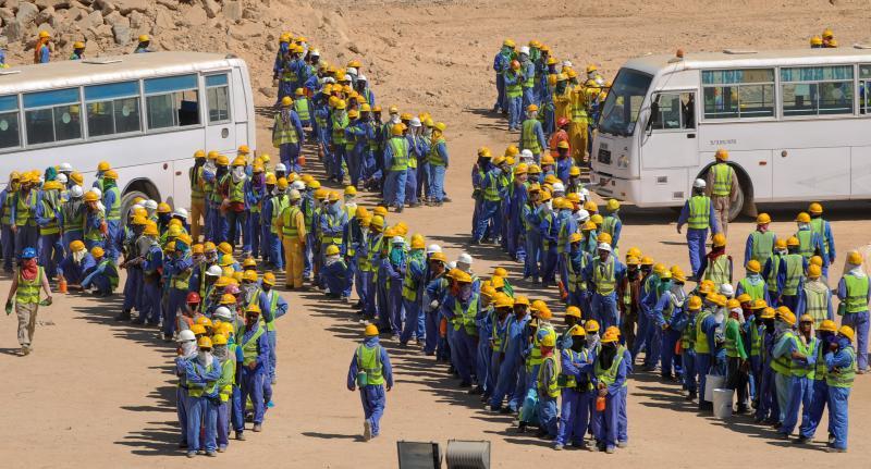Photo of عدد من العمال صرعى في موقع عسكري قطري قيد الإنشاء