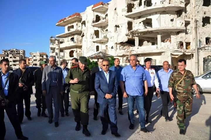 Photo of للمرة الأولى منذ سنوات .. جولة حكومية في حي الوعر