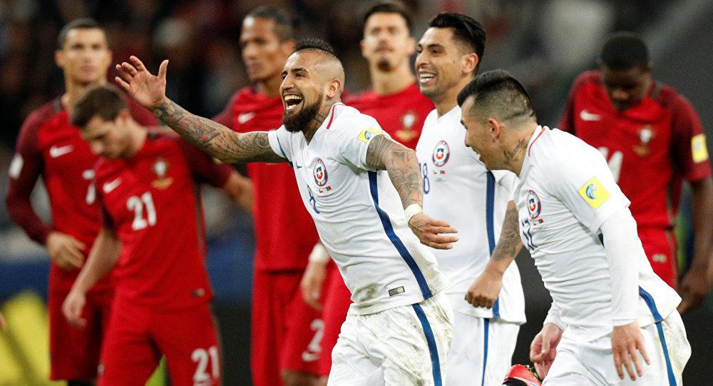 صورة برافو يتصدى للبرتغال وحيدا ويصل بتشيلي لنهائي كأس القارات