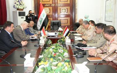 Photo of الدفاع العراقية تعلن عقد لقاء عالي المستوى مع وفد عسكري سوري في بغداد