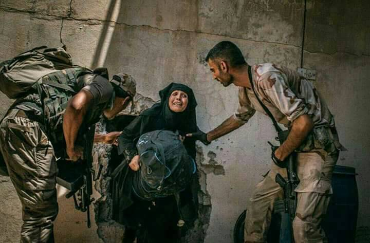 """Photo of الجيش العراقي يتابع تطهير الموصل بعد إعلان """"نهاية داعش"""""""