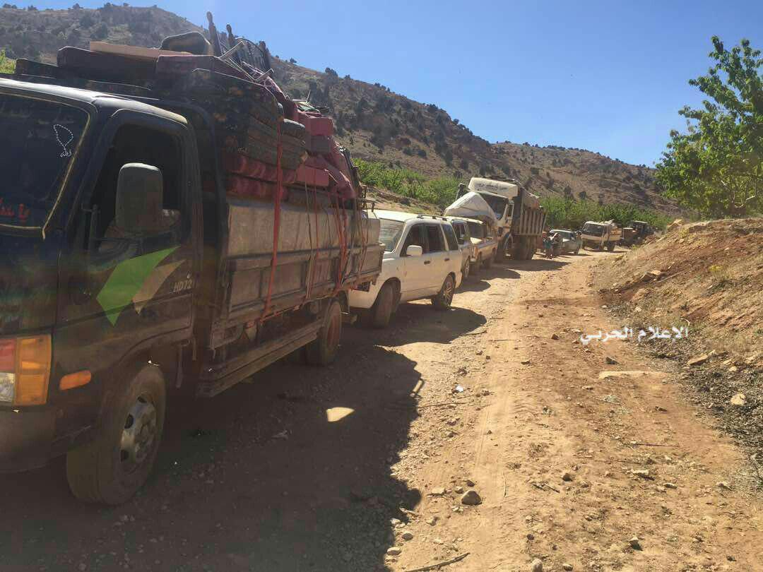 Photo of 53 عائلة تصل بلدة عسال الورد قادمة من مخيمات عرسال اللبنانية