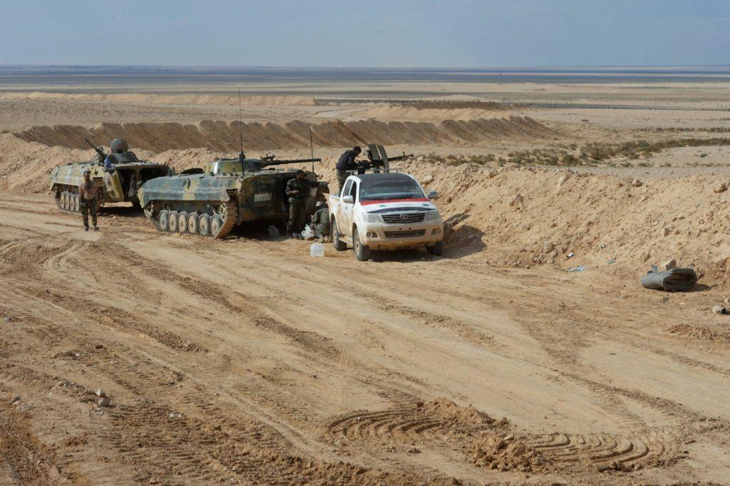 """Photo of الجيش يواصل معارك الأمتار الأخيرة للسيطرة على السخنة ويضبط نفقاً وخنادقاً لـ""""داعش"""""""