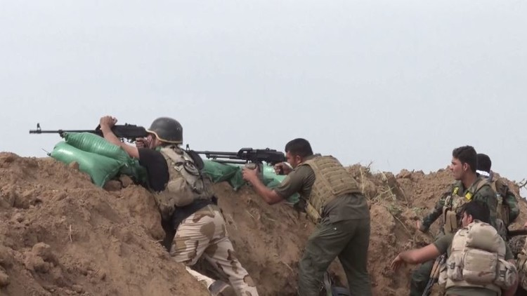 """صورة مواجهات وتبادل بالقذائف الصاروخية بين الحشد الشعبي العراقي وتنظيم """"داعش"""" بريف الحسكة"""