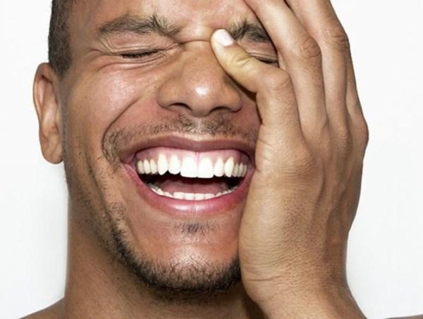 Photo of ما هي أسباب الضحك الهستيري في العزاء و المواقف المحزنة