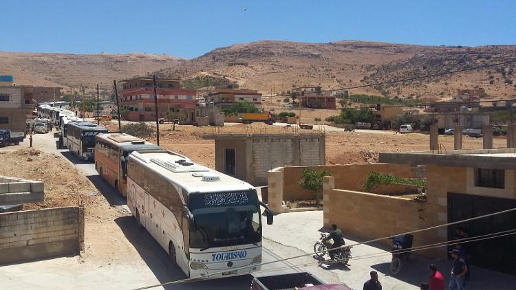 """Photo of عائلات سورية نازحة تعود إلى القلمون الغربي.. و""""سرايا أهل الشام"""" إلى الرحيبة"""