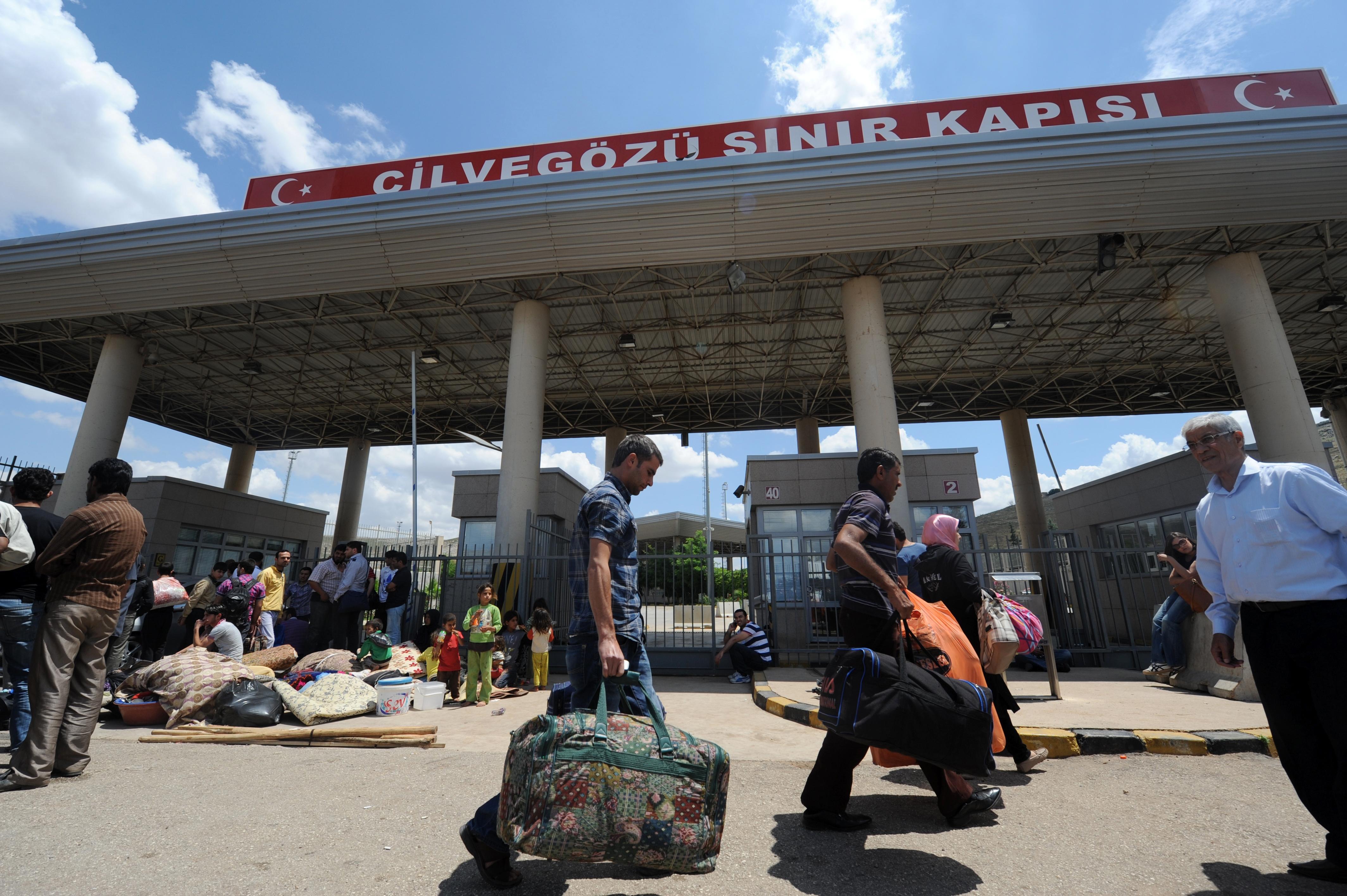 Photo of سلطات أردوغان تبدأ بمنح الجنسية التركية للاجئين السوريين