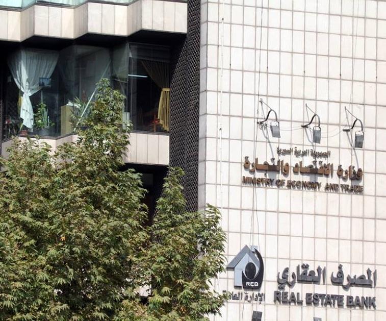 Photo of «الاقتصاد» تفتح باب الاستثمار التجاري في «المناطق الحرة» من جديد