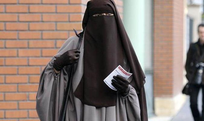 Photo of السعودية تمنع ارتداء النقاب للمواطنات السعوديات بدولة أوروبية