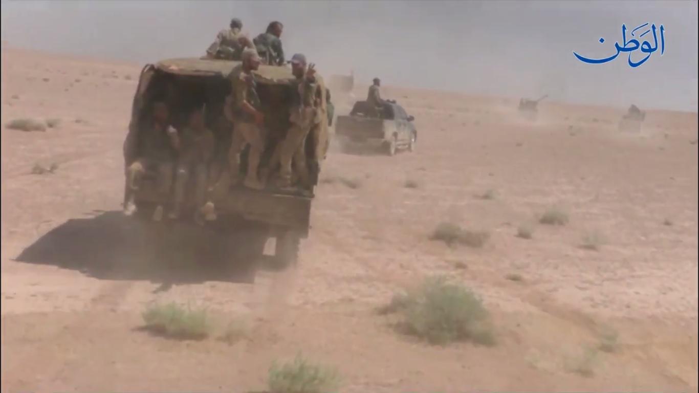 صورة مشاهد خاصة أثناء تحرك قوات الجيش السوري على محور المالحة باتجاه البانوراما في ديرالزور