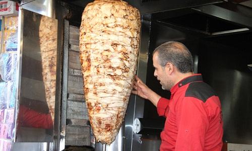 """Photo of """"التموين"""" تضبط 300 مخالفة """"شاورما"""" في المحافظات ولا صحة لانخفاض أسعار المتة"""
