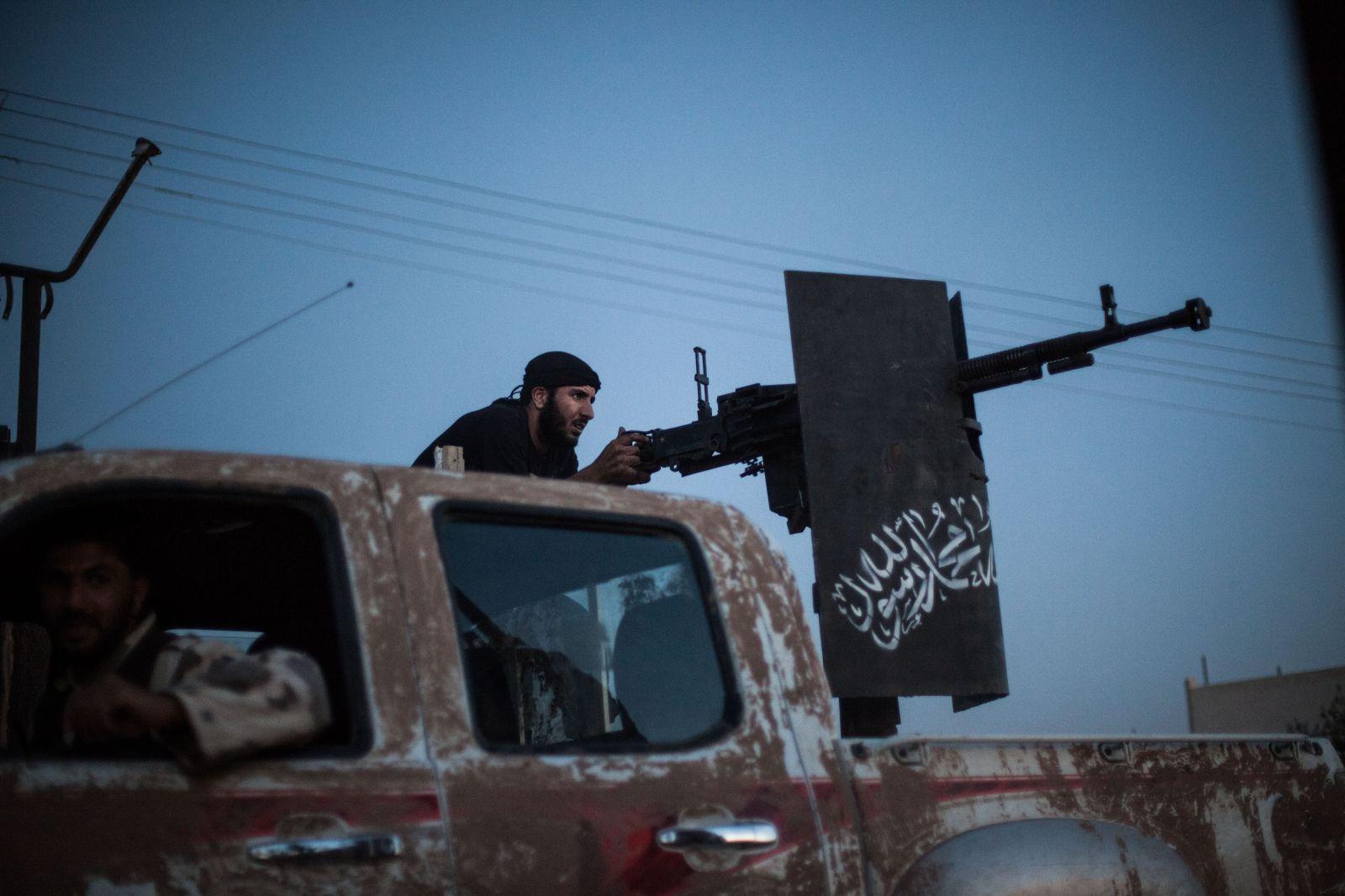 """صورة المحيسني قفز من مركب """"النصرة"""" بنصيحة تركية و""""الجولاني"""" الهدف المقبل"""