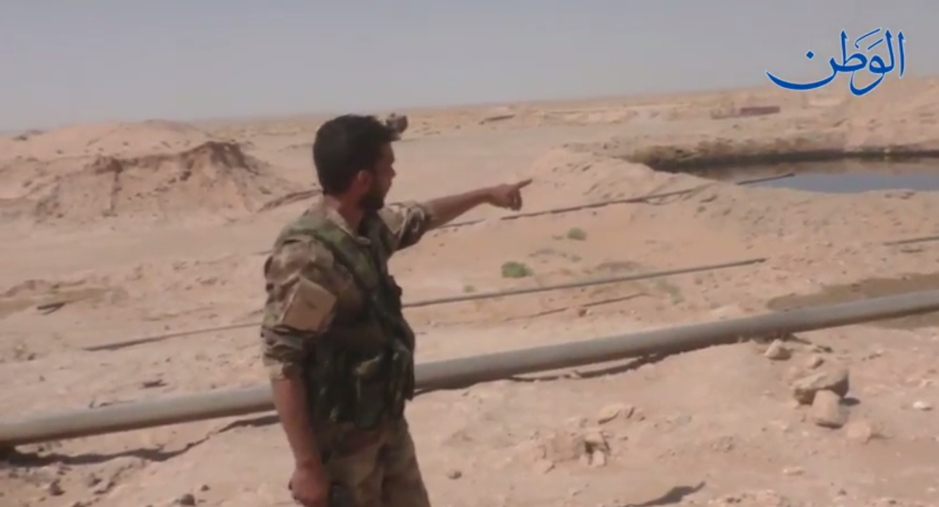 """صورة بالفيديو.. الجيش السوري يكتشف حقلاً نفطياً بالقرب من حقل التيم بديرالزور من صناعة """"داعش"""" !"""