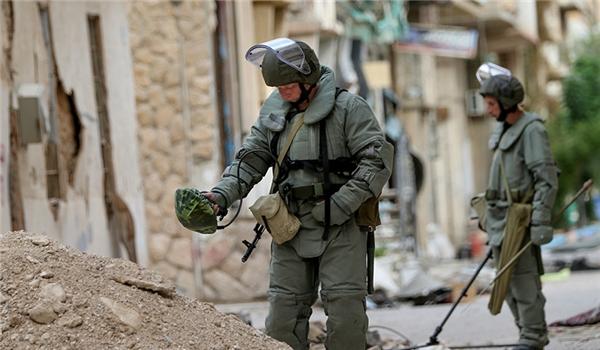 Photo of خبراء تفكيك الألغام يطهرون 36 هكتار من أراضي مدينة دير الزور