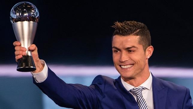 Photo of رونالدو الأفضل في العالم لعام 2017.. وريال مدريد يسيطر على التشكيلة العالمية