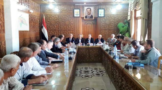 صورة وفد حكومي يزور دير الزور: إعادة تأهيل البنى التحتية بأسرع وقت